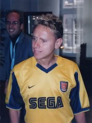 Martin Gore supports Arsenal FC